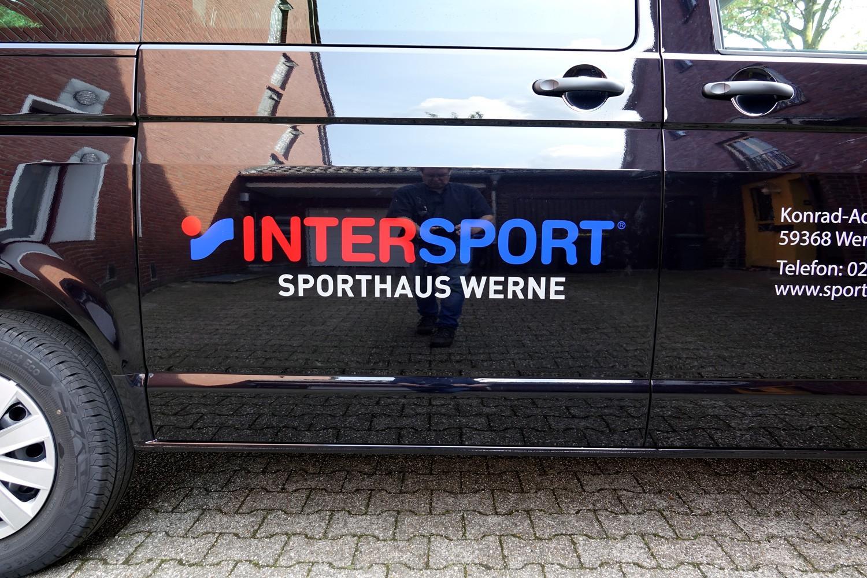 Fahrzeugbeschriftung eines Transporters VW-T6